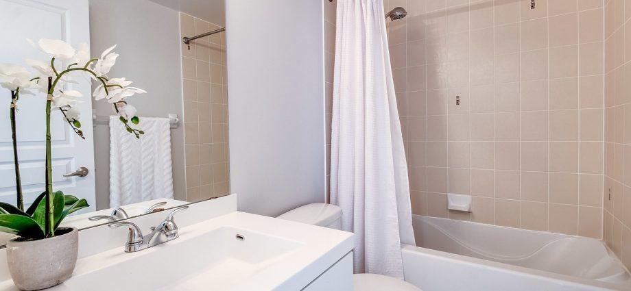 Toaleta dla niepełnosprawnych - odpowiednie wyposażenie
